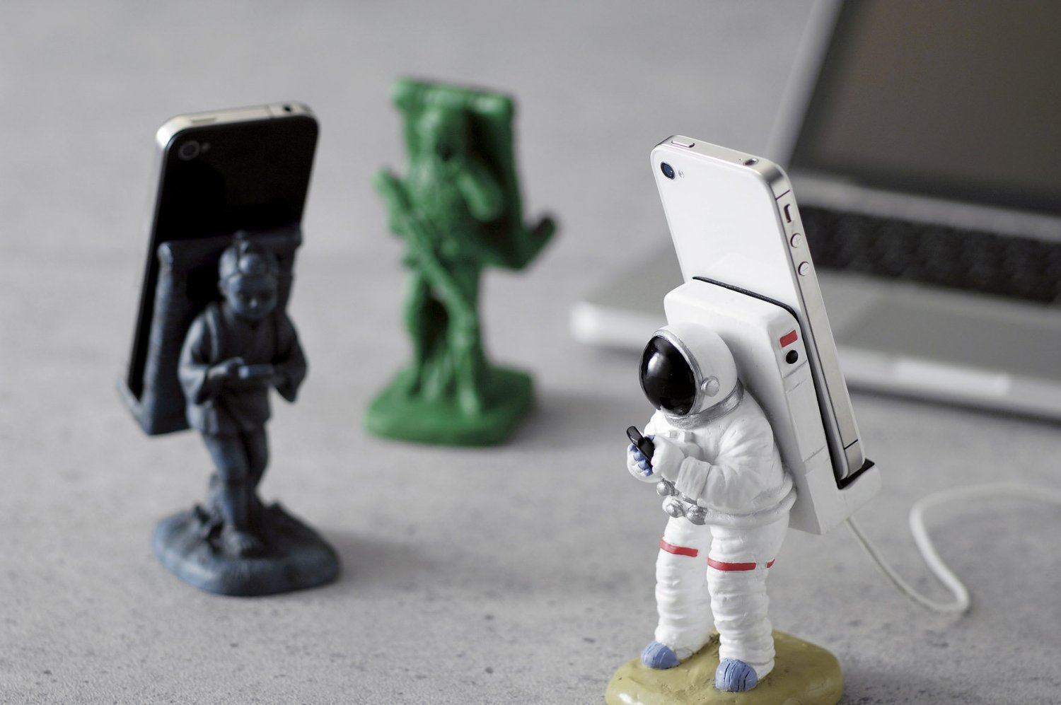 Cool astronaut iphone stand crazycoolgadgets for Cool creative things