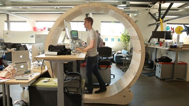 Hamster Wheel Standing Desk can cure the sedentary lifestyle